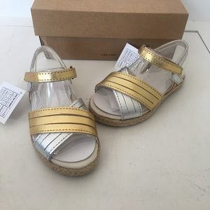 Ugg girls silver gold sandals size 8 new